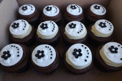 Cupcakes flores e poás