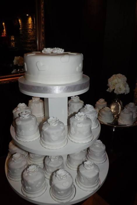 Torre de mini bolos para casamento